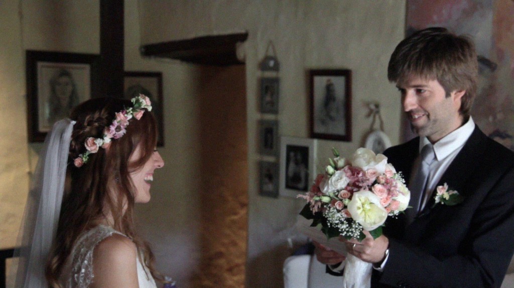 feelandfilm_video_boda_casa_rural_entrega_ramo_flores_novia